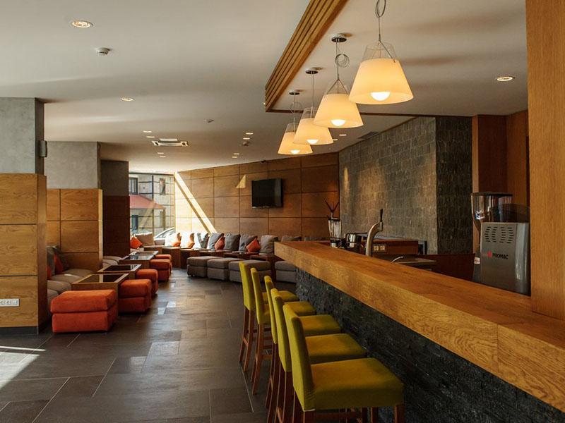 hotel-ruskovets-lobi-bar-4
