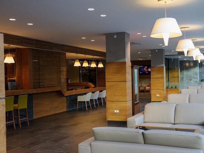 hotel-ruskovets-lobi-bar-5