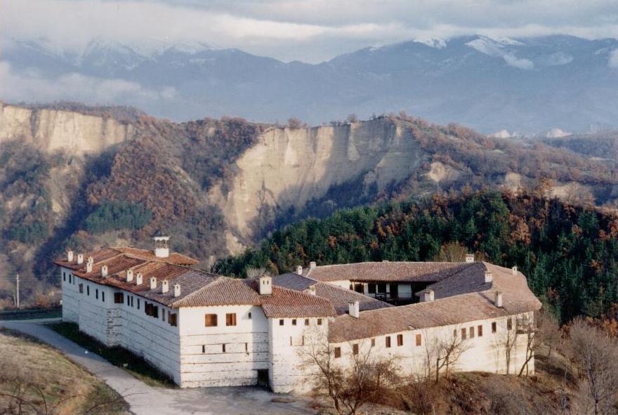 ИЗглед от високо към Роженския манастир