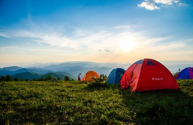 палатки в планината